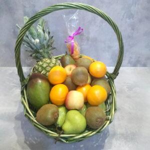 Корзина фруктов с курагой